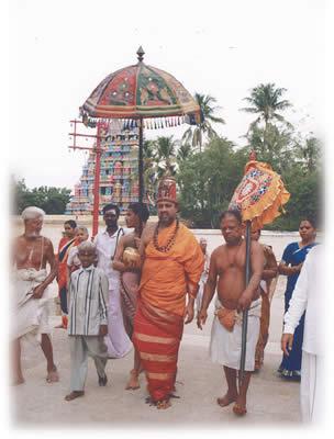http://www.thiruvanaikoil.com/images/archakar.jpg